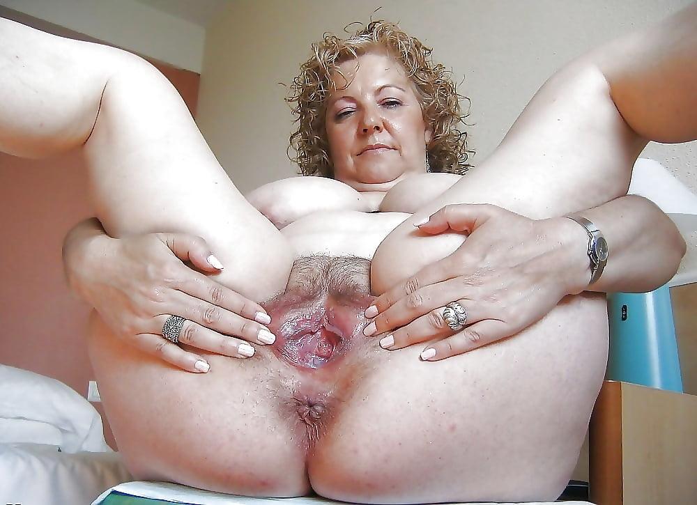 Голые Толстые Бабы Показывают Пизду
