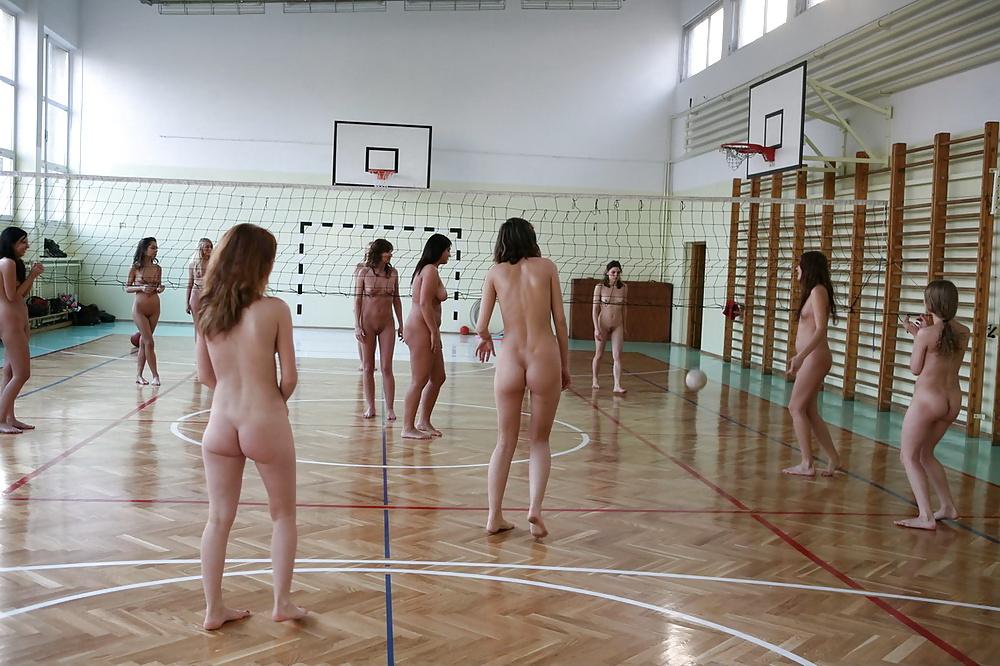 Обнаженные Девушки В Школе