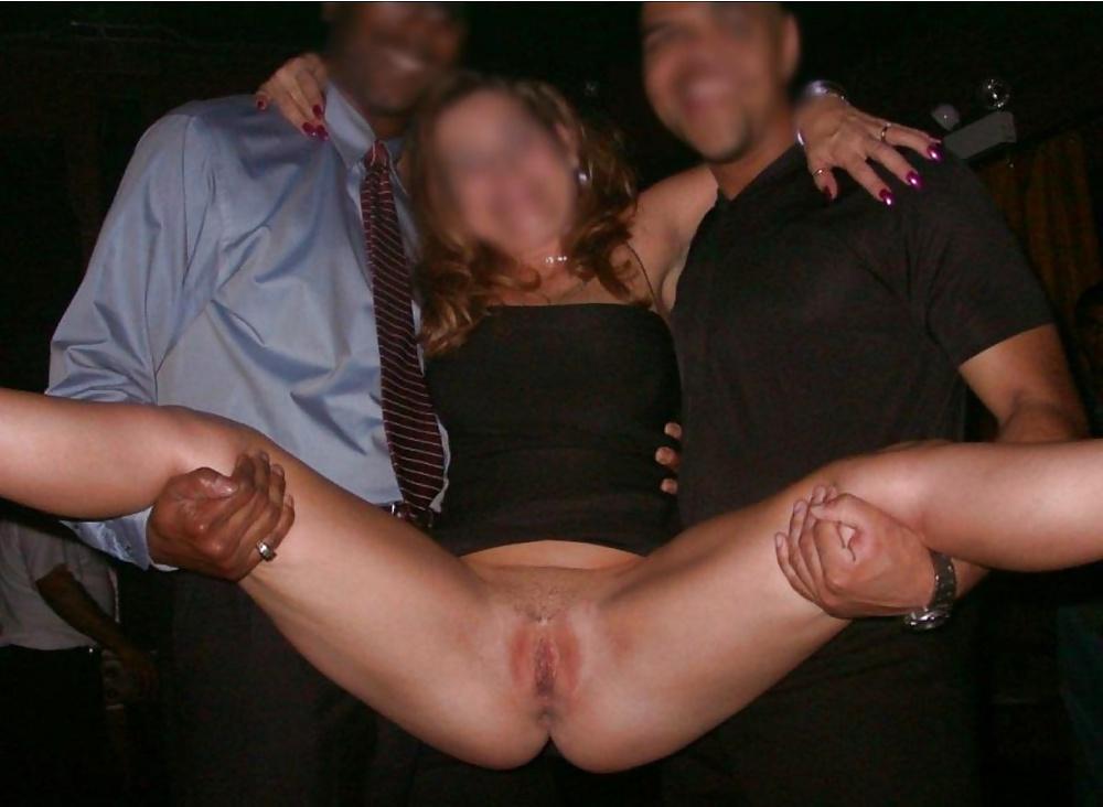 Пока парень в армии, она раздвигает рогатку перед всеми подряд порно фото бесплатно