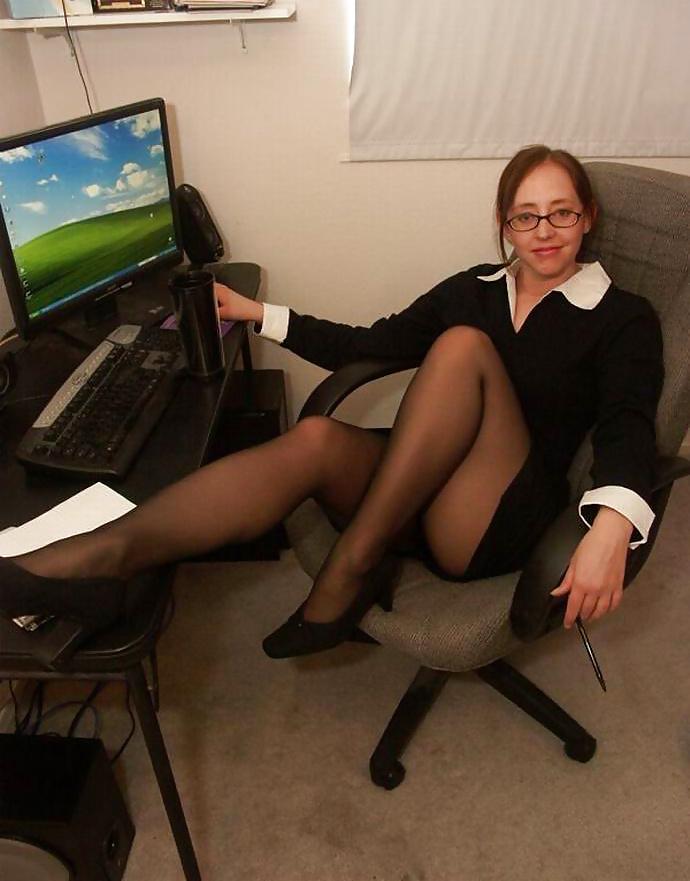 Фото зрелой в офисе, ебут жирную крупное фото в жопу