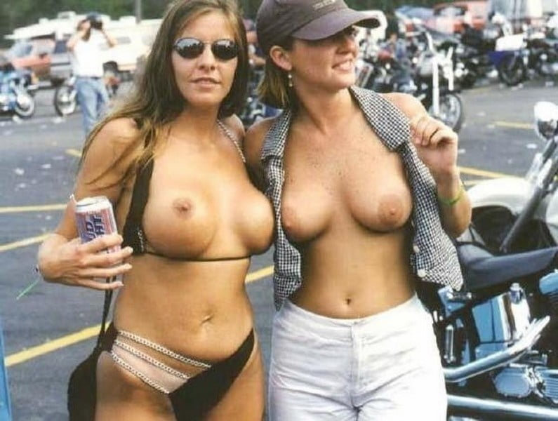 Country Girl Show Tits