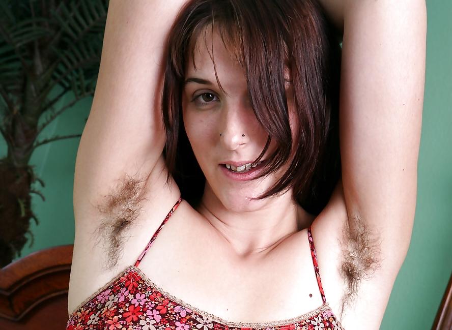 Волосатая девушка ищет