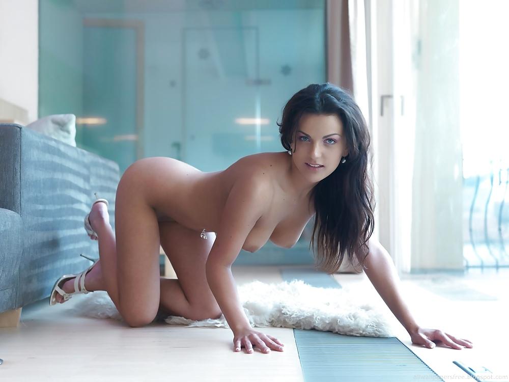 самые красивые девушки брюнетки с карими глазами порно в белье