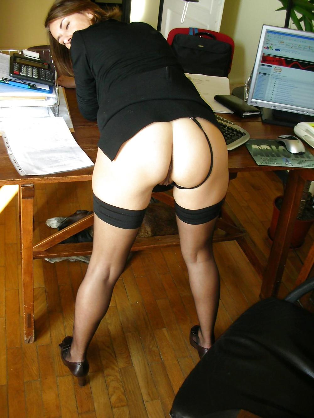 без трусиков голая на работе