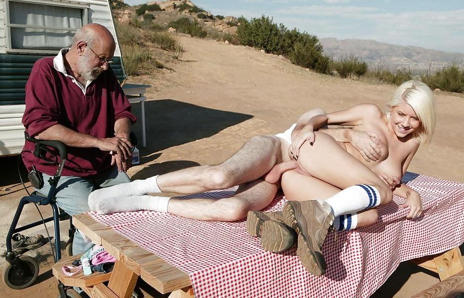 Белокурой девушка со стариками в трейлере, голая гимнастка видео в хорошем качестве