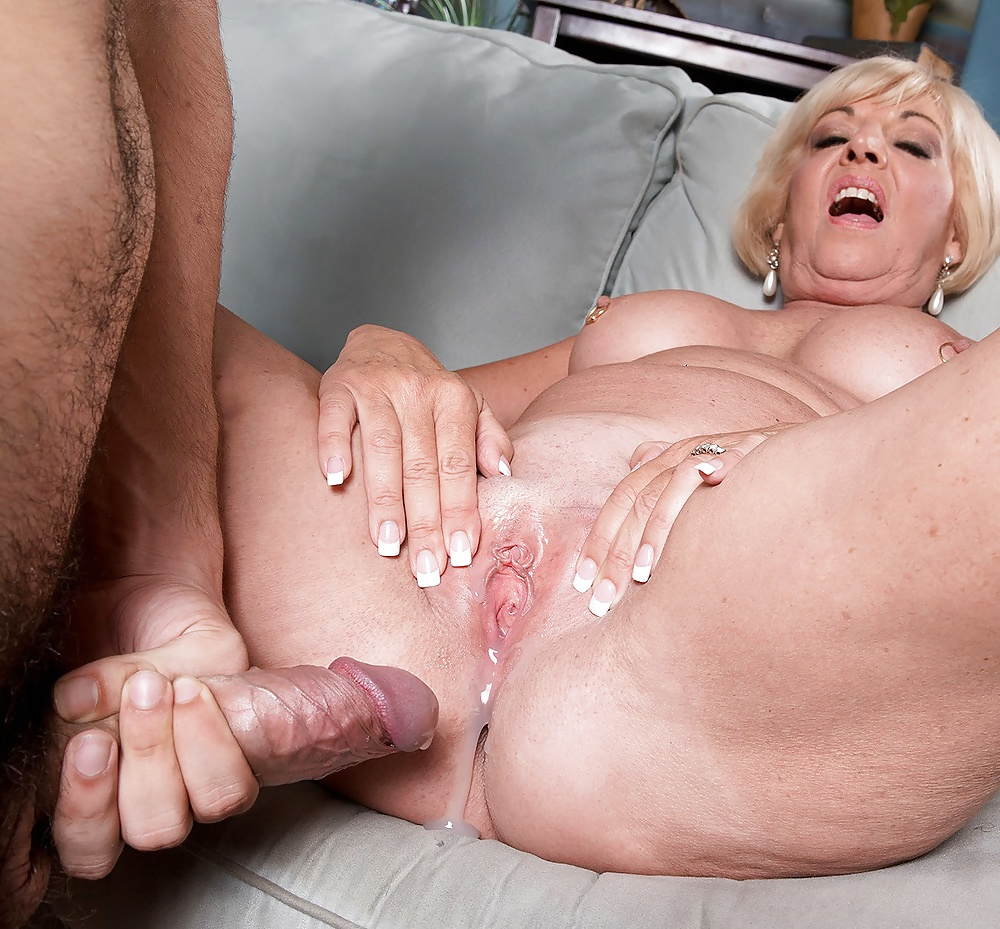 Hot granny fucking creampie