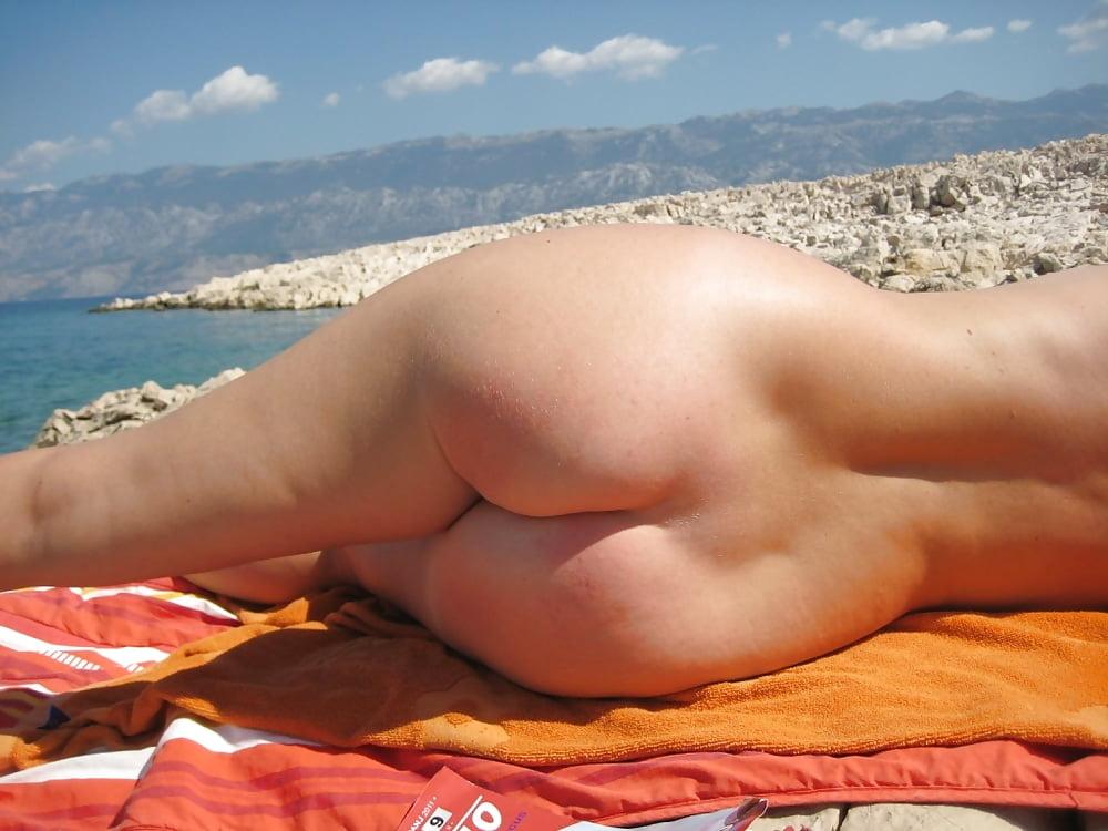 Big Butt Amateur Nudist On The Beach Fuskator 1