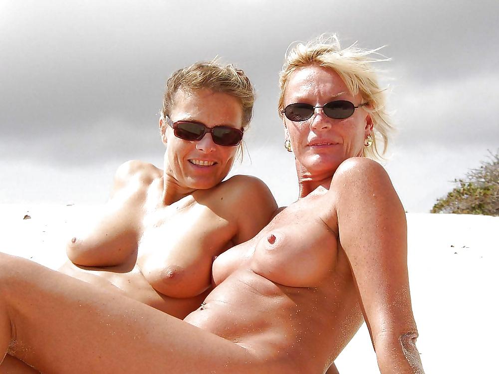 Topless Sexy Milf Beach Spy Photo