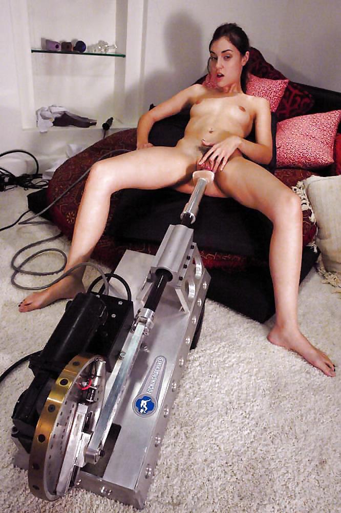 Секс машина саши грей видео, жена трахается по всему дому муж застукал