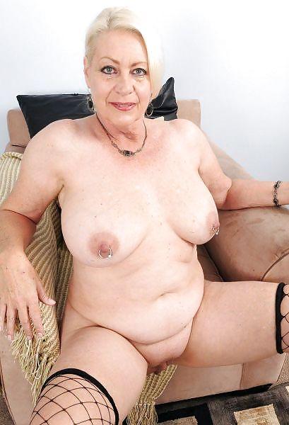 Older women mastabating-1118