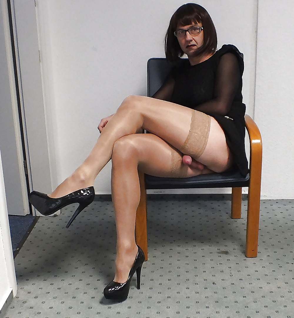 Amateur me crossdressing cd in stockings and garter and heels