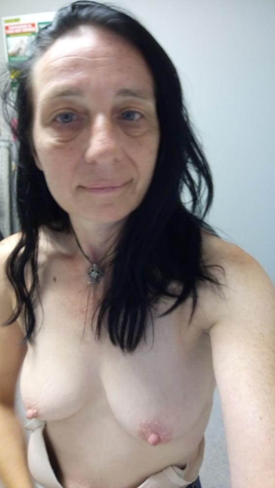 Tits out- 16 Pics