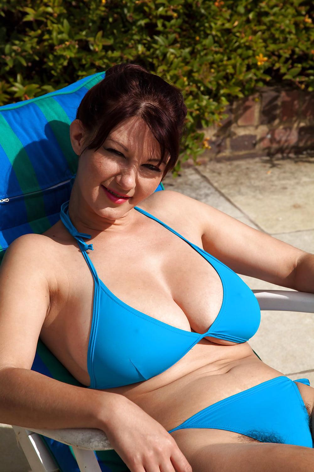 bikini wax a Need