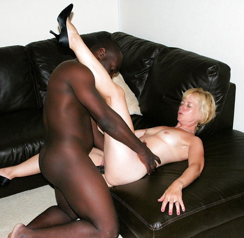 date-older-interracial-white-woman-young-busty-amateur-candid
