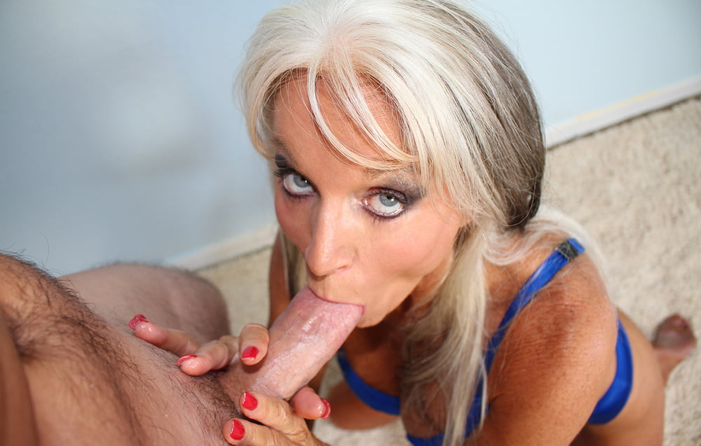 mature-blonde-sucking-dick-men-blackmailed-forced-to-suck-cock