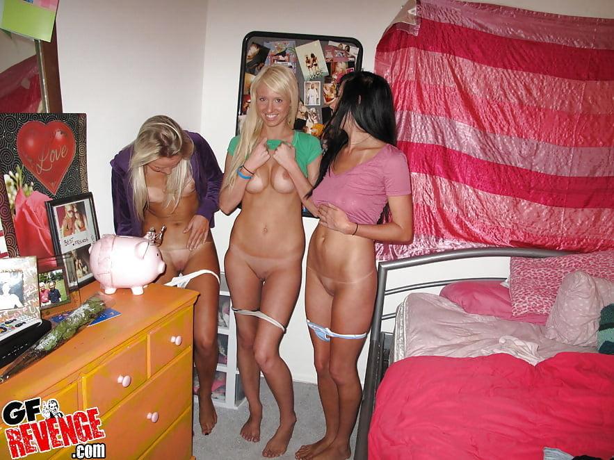 Общажные голые девки, азиатку жестко ебут в рот и жопу