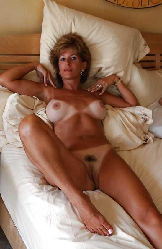 Naked mature women masterbating-1930