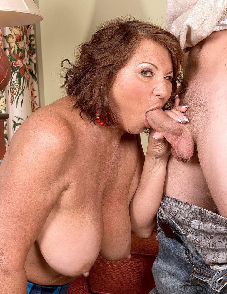 Аппетитный отсос зрелой тетки — 8