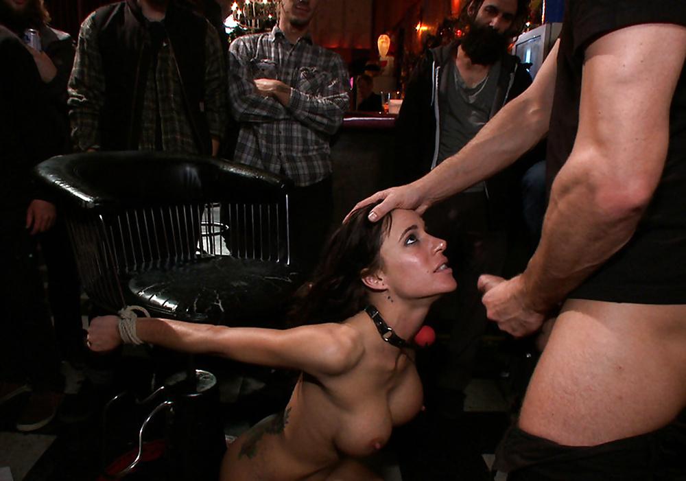 Порно на публике вечеринки бдсм, порно клизма связанная