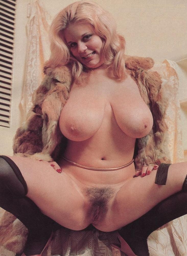 retro-porn-big-tits-hairy-pussy