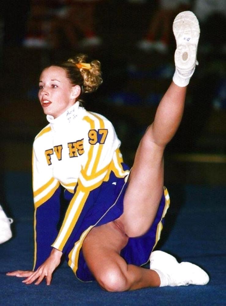 Cheerleader puss slip — photo 1