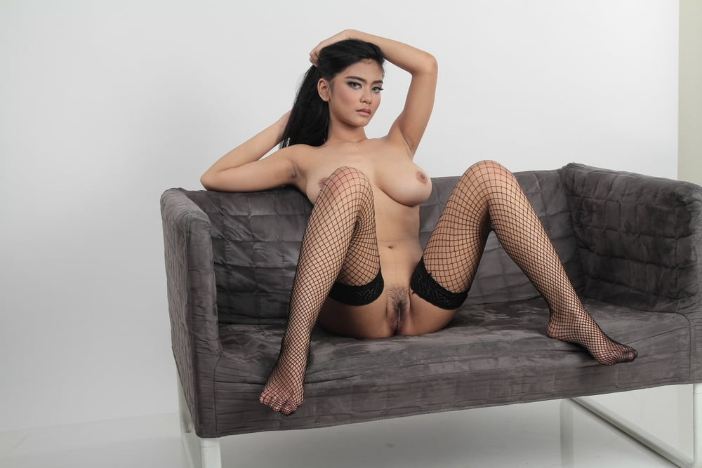 Joice challista bugil telanjang nude naked Indonesian model Joice Calandre nude sexy leaked fappening ...