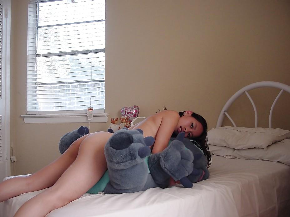 Do girls hump pillows naked, nude russ meyer girls gallery