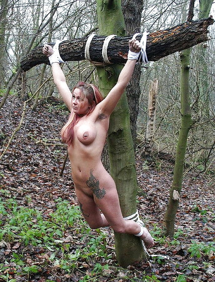 tits-ass-girl-crucified