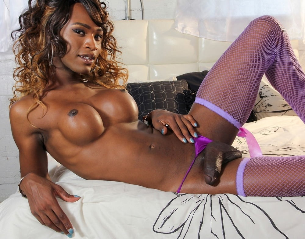 Hot Black Tranny Babe Demonstrates Her Perfect Body