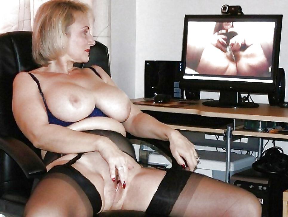 зимой она пожилая одинокая женщина одна дома смотрит порно и дрочит говорили