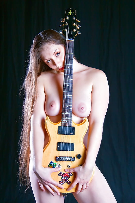 Whatsapp dp of girl with guitar