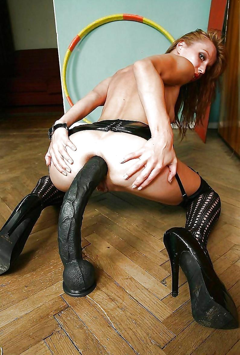 коленях девушки русская худышка на огромном самотыке реальные зрелые