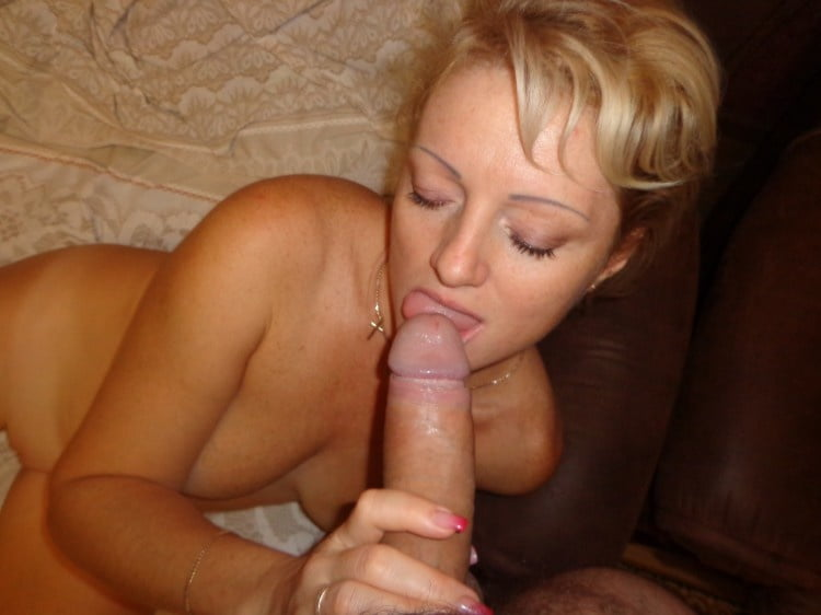 Mature blonde whore - 20 Pics