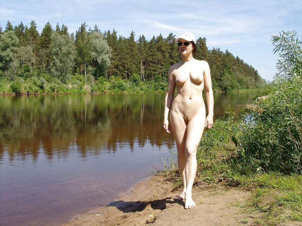 Фото голая тетка на озере — pic 12