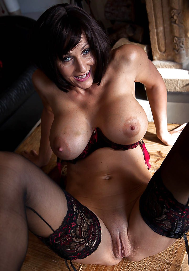 bigtits-brunette-mature-lion-moaning