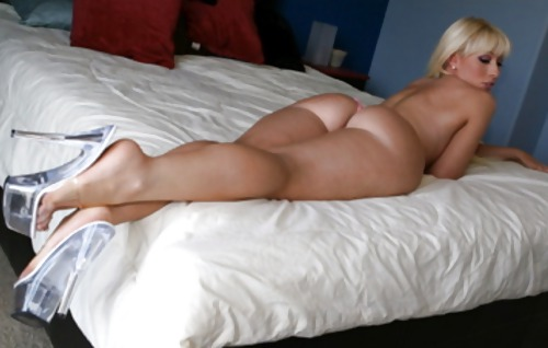 Big Boned Candi Shows Her Sexy Ass