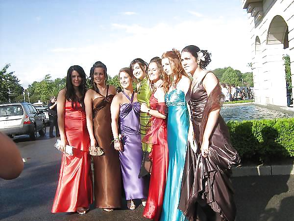 Prom dresses for girls with small boobs-8049