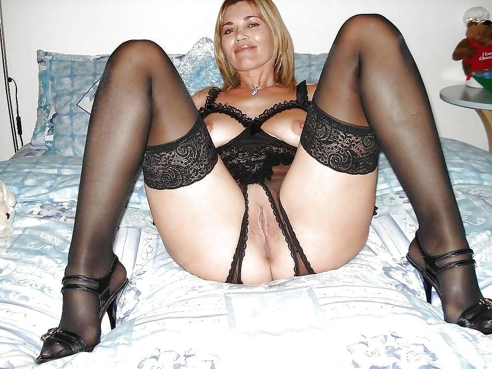 Amateur moms in lingerie