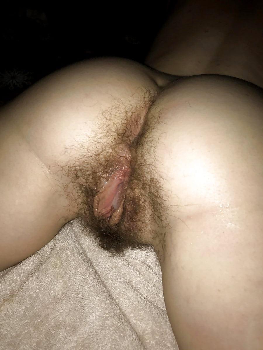 Mature woman shows hot to masterbate