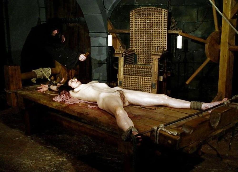 Смотреть пытки женщин картинки