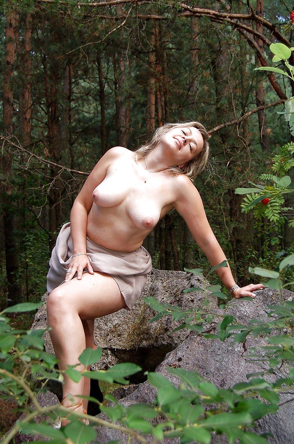 Где откровенные порно фото в лесу зрелых баб