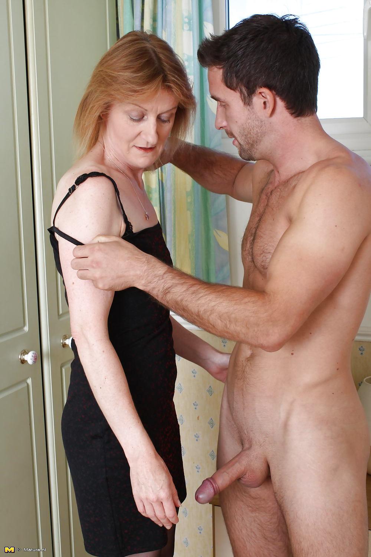 Skinny mom anal sex