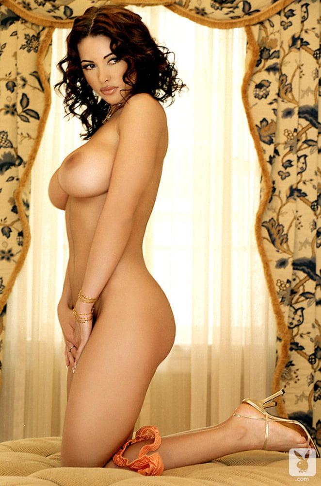 Big Titted Brunette - 18 Pics