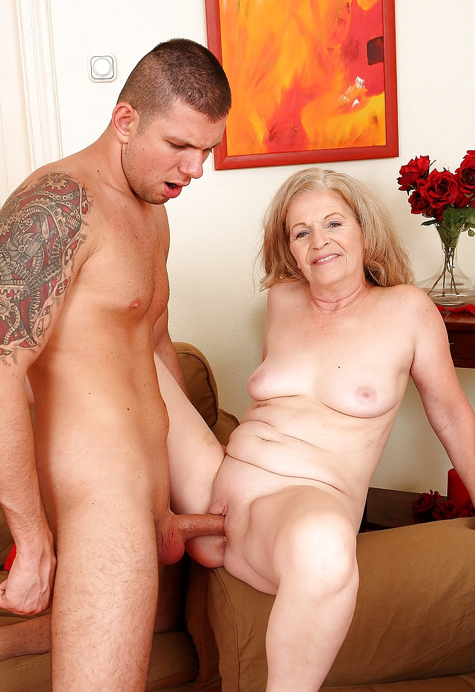 Naked old women having sex — pic 3