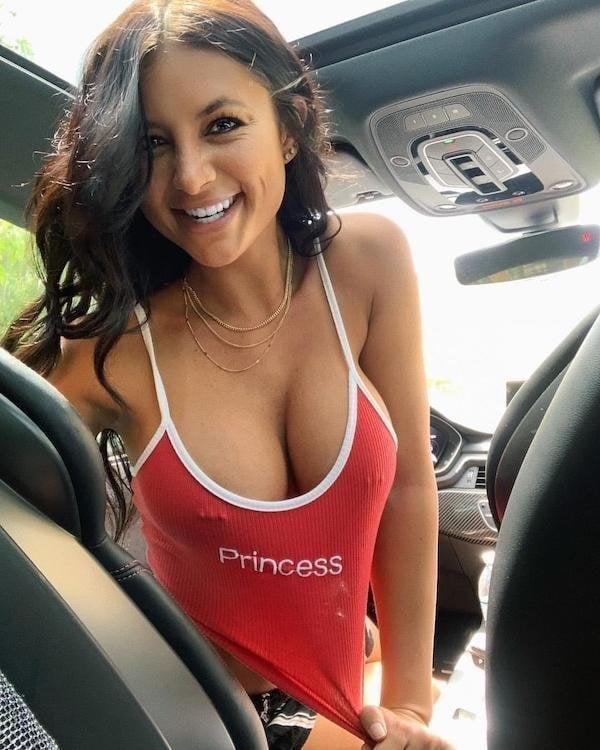Hot and braless - 63 Pics