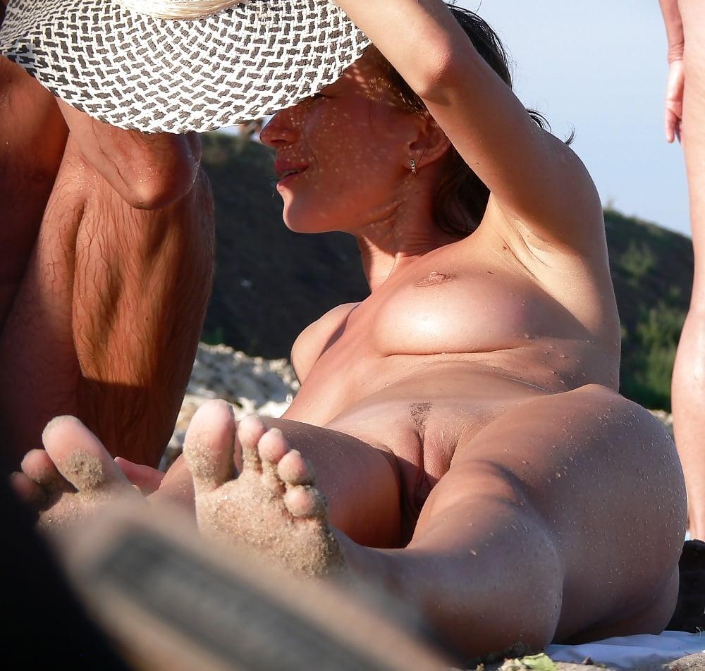 На пляже трахаются подглядывание