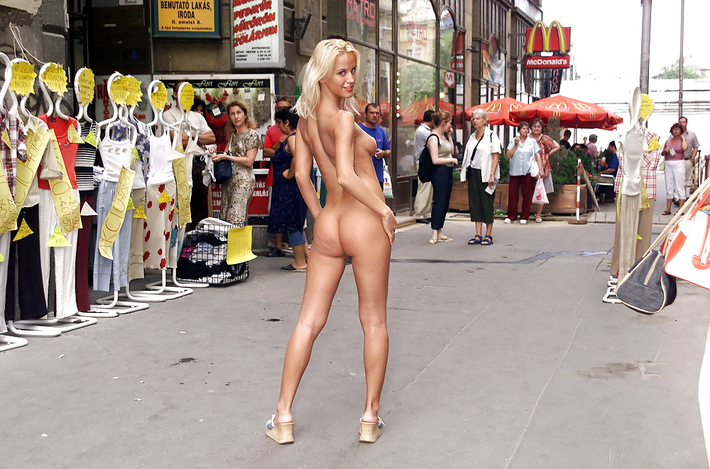 naked-street-parties-anal