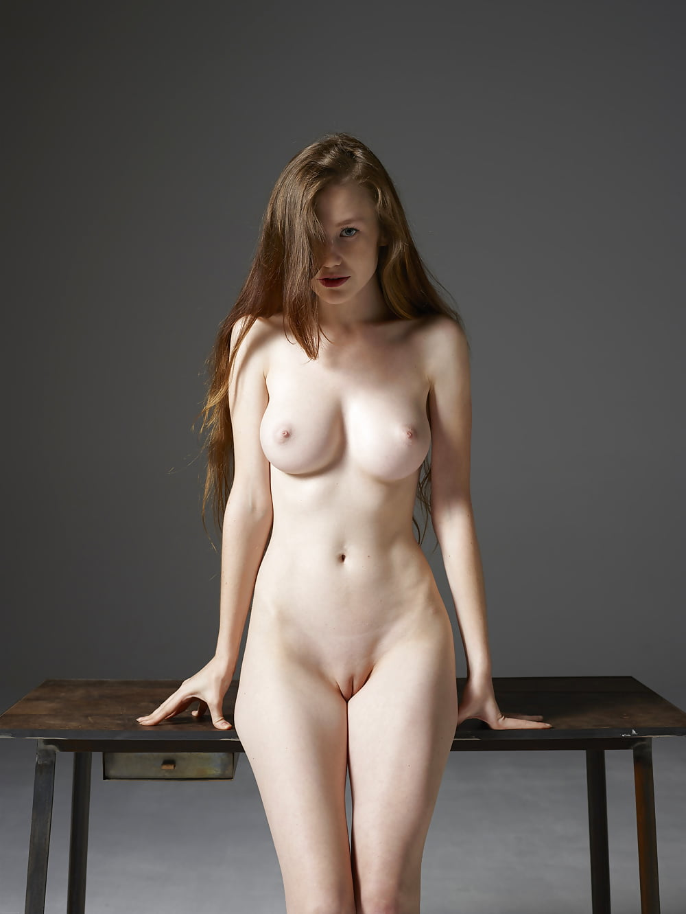 голые девушки стоя