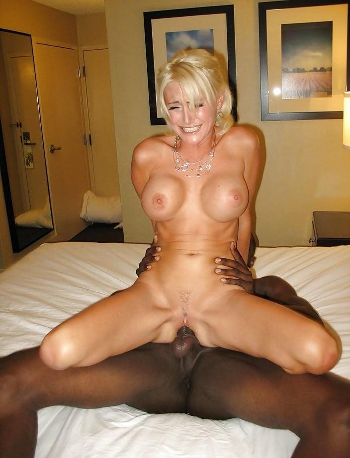 Watch nasty hot body big boobed blonde milf slut gets her hairy