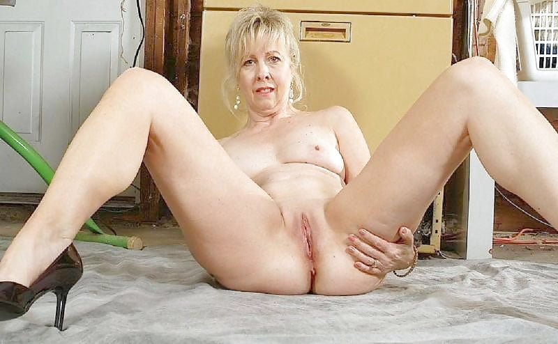 Mature blonde linda — img 2
